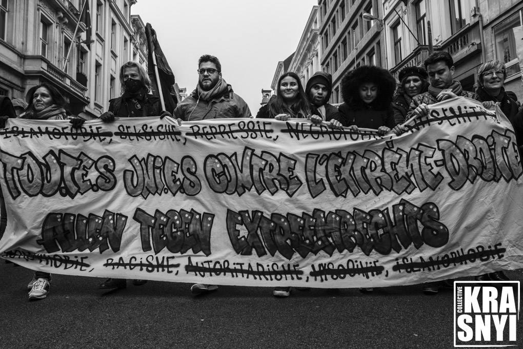 """Spandoek """"allen tegen extreemrechts"""" op de betoging in Brussel"""